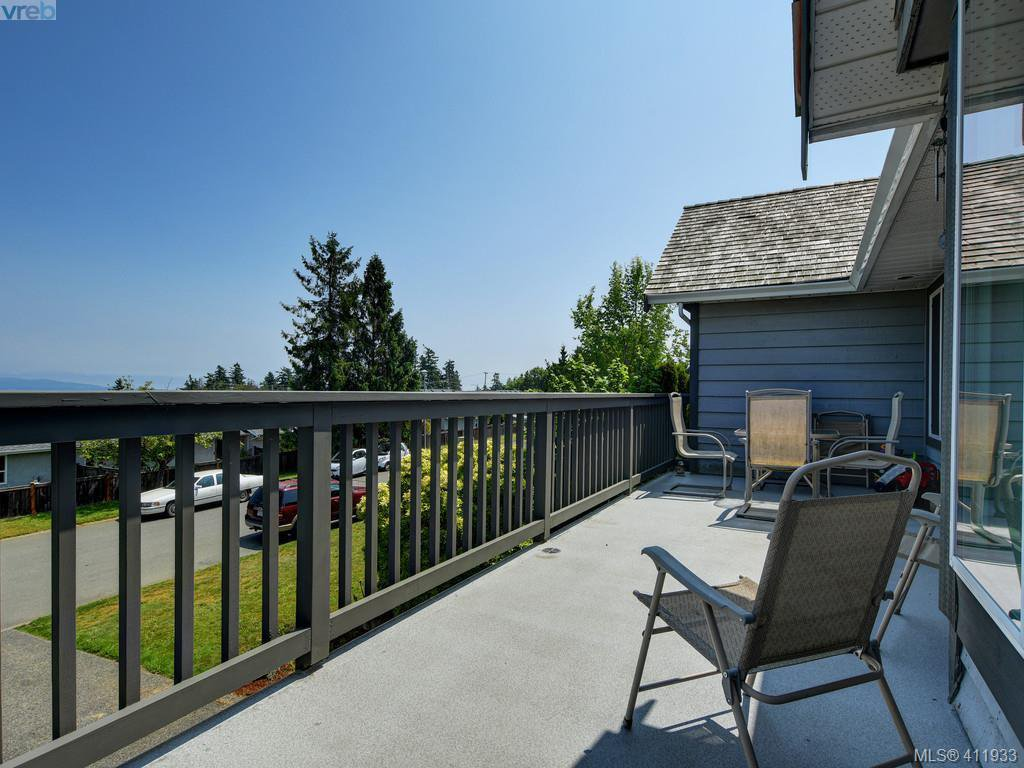 Photo 5: Photos: 2567 Wilcox Terrace in VICTORIA: CS Tanner Single Family Detached for sale (Central Saanich)  : MLS®# 411933