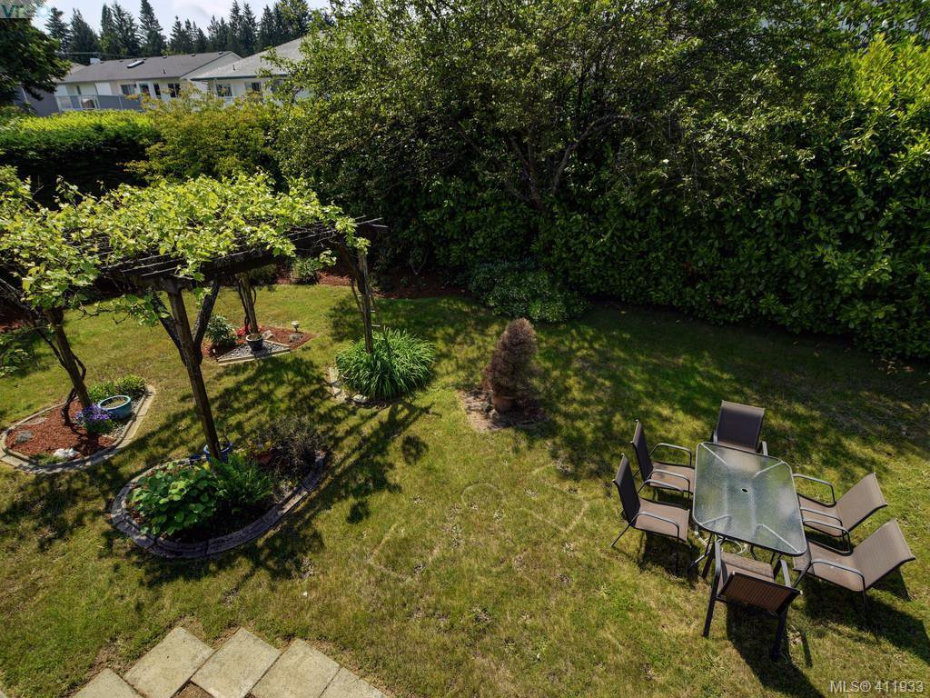 Photo 23: Photos: 2567 Wilcox Terrace in VICTORIA: CS Tanner Single Family Detached for sale (Central Saanich)  : MLS®# 411933
