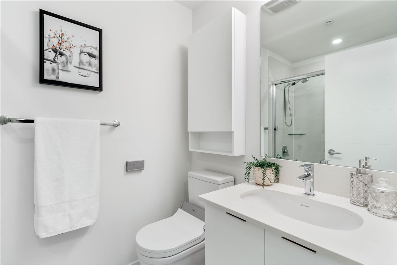 Photo 11: Photos: 307-733 W rd St. in North Vancouver: Harbourside Condo for rent