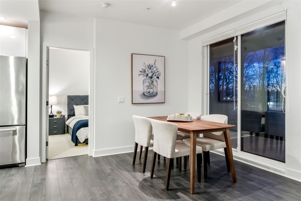 Photo 6: Photos: 307-733 W rd St. in North Vancouver: Harbourside Condo for rent