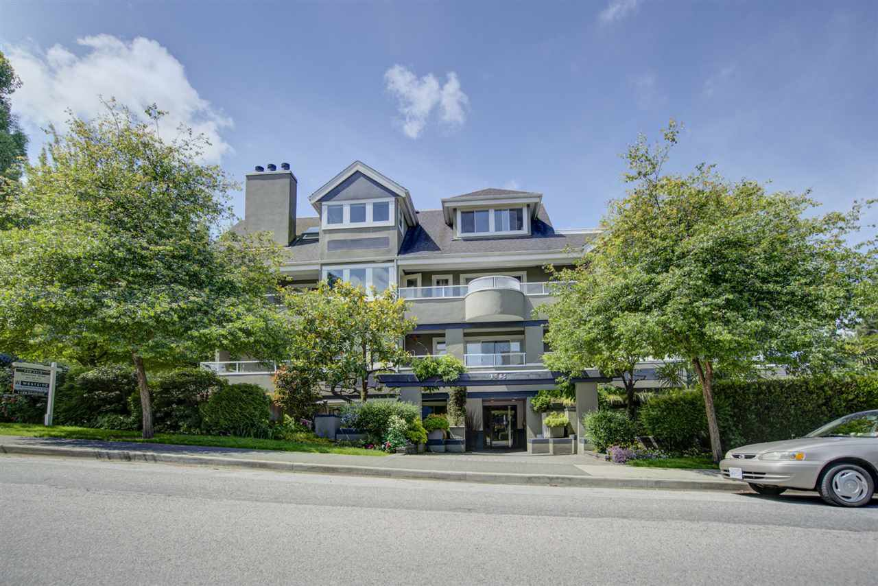 "Main Photo: 203 1665 ARBUTUS Street in Vancouver: Kitsilano Condo for sale in ""The Beaches"" (Vancouver West)  : MLS®# R2463318"