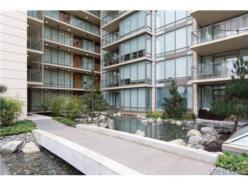 Main Photo: 404 708 Burdett Avenue in VICTORIA: Vi Downtown Residential for sale (Victoria)  : MLS®# 320630