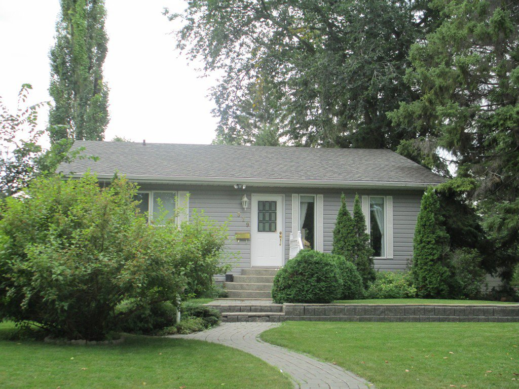 Main Photo: 329 Kirby Avenue West in Dauphin: Residential for sale