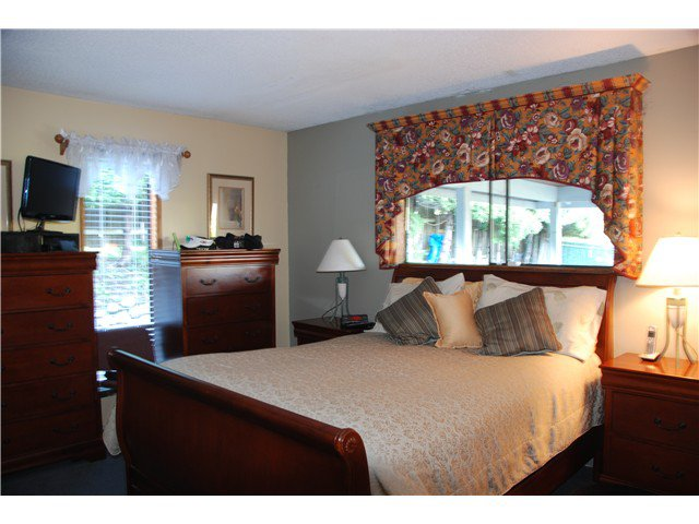 """Photo 12: Photos: 2874 NORMAN Avenue in Coquitlam: Ranch Park House for sale in """"RANCH PARK"""" : MLS®# V1036565"""