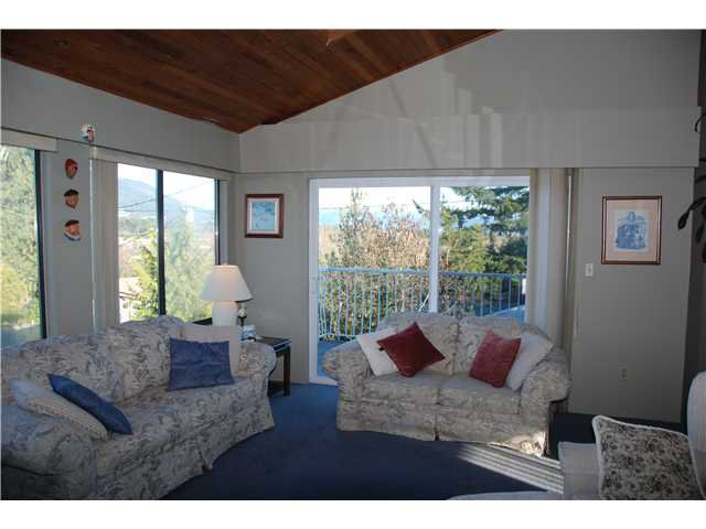"""Photo 3: Photos: 2874 NORMAN Avenue in Coquitlam: Ranch Park House for sale in """"RANCH PARK"""" : MLS®# V1036565"""