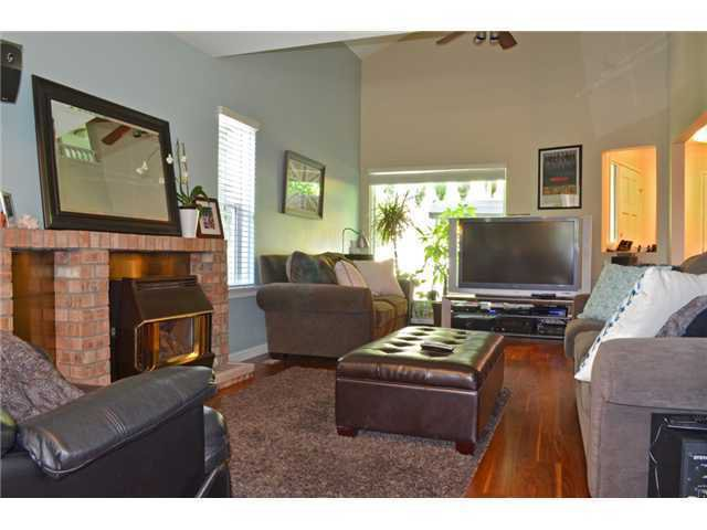 Photo 2: Photos: 307 MARINER Way in Coquitlam: Cape Horn House for sale : MLS®# V1041229