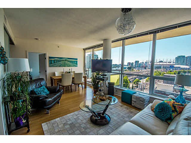 """Main Photo: 902 718 MAIN Street in Vancouver: Mount Pleasant VE Condo for sale in """"GINGER"""" (Vancouver East)  : MLS®# V1143243"""