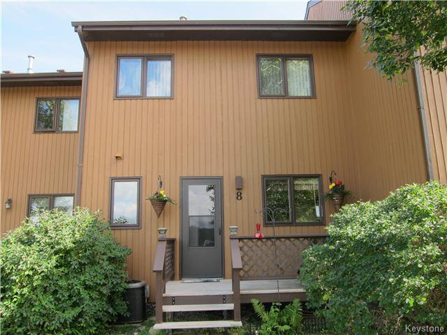 Main Photo: 8 Middle Drive: Winnipeg Beach Condominium for sale (R26)  : MLS®# 1623153