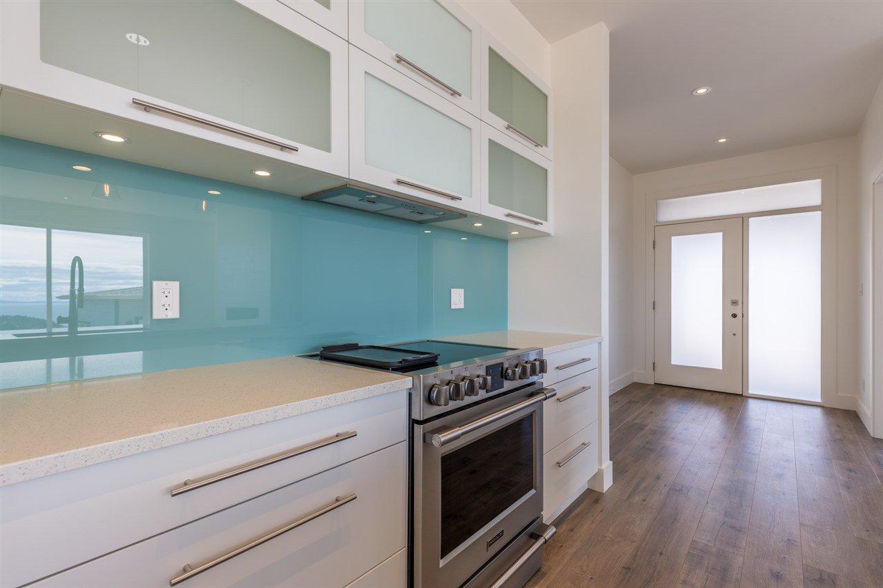 Photo 3: Photos: 6241 DELPHI Place in Sechelt: Sechelt District House for sale (Sunshine Coast)  : MLS®# R2160868