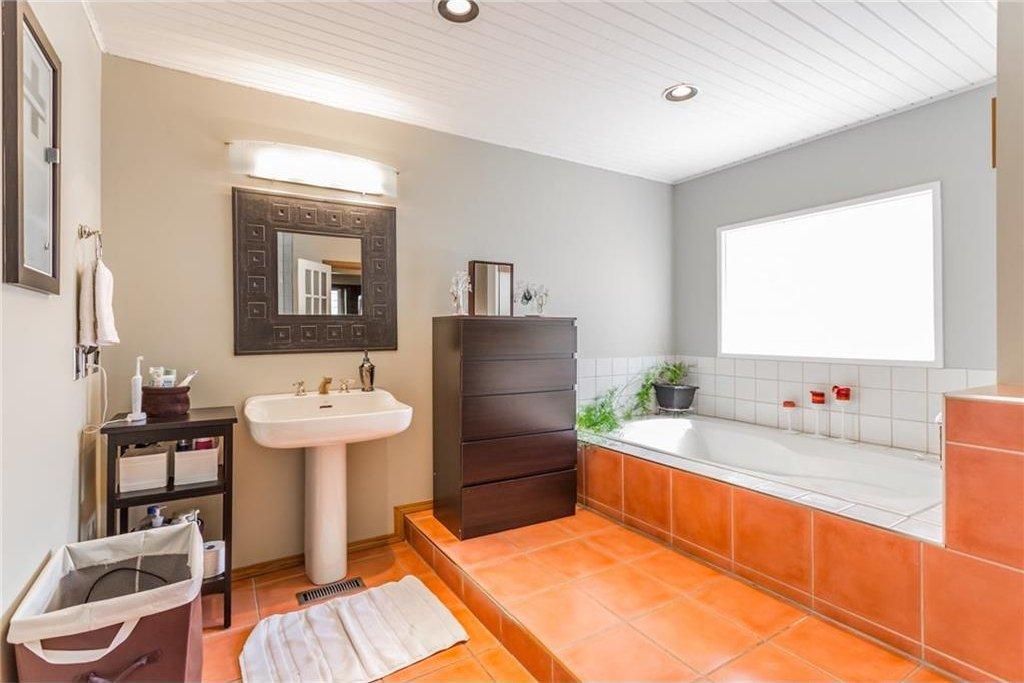 Photo 22: Photos: 51 HOLDEN Road SW in Calgary: Haysboro House for sale : MLS®# C4125206