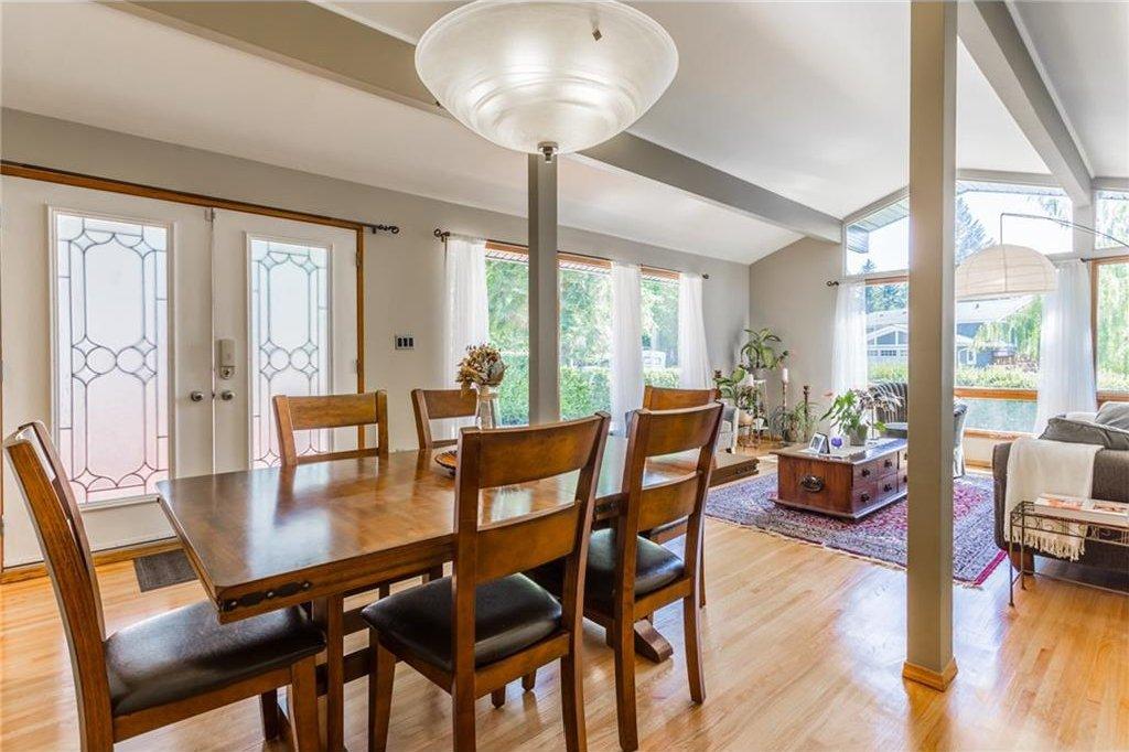 Photo 5: Photos: 51 HOLDEN Road SW in Calgary: Haysboro House for sale : MLS®# C4125206