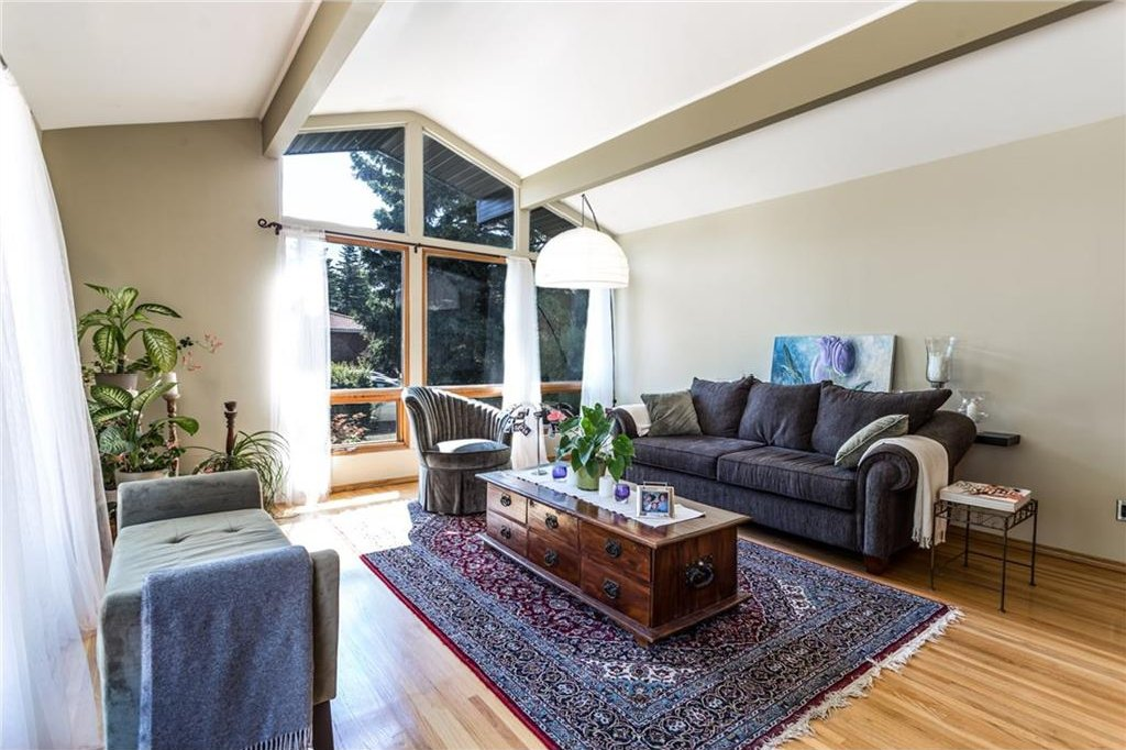 Photo 7: Photos: 51 HOLDEN Road SW in Calgary: Haysboro House for sale : MLS®# C4125206