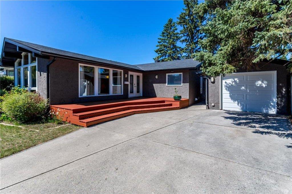 Photo 4: Photos: 51 HOLDEN Road SW in Calgary: Haysboro House for sale : MLS®# C4125206