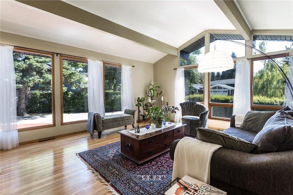 Photo 9: Photos: 51 HOLDEN Road SW in Calgary: Haysboro House for sale : MLS®# C4125206
