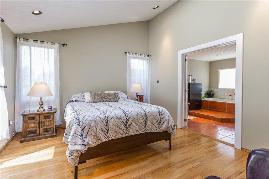 Photo 24: Photos: 51 HOLDEN Road SW in Calgary: Haysboro House for sale : MLS®# C4125206