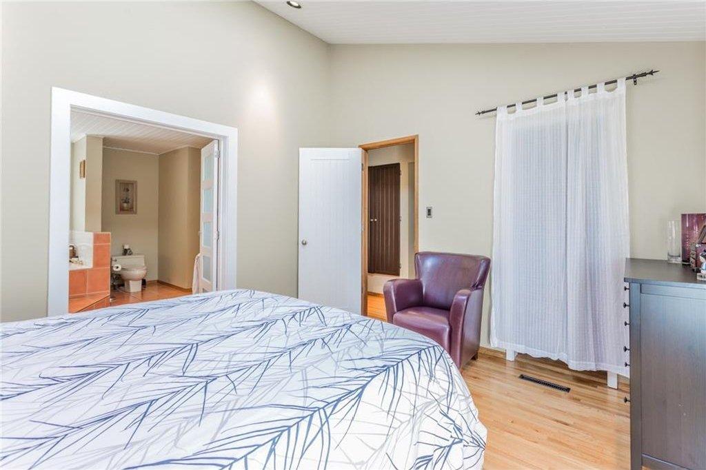Photo 27: Photos: 51 HOLDEN Road SW in Calgary: Haysboro House for sale : MLS®# C4125206