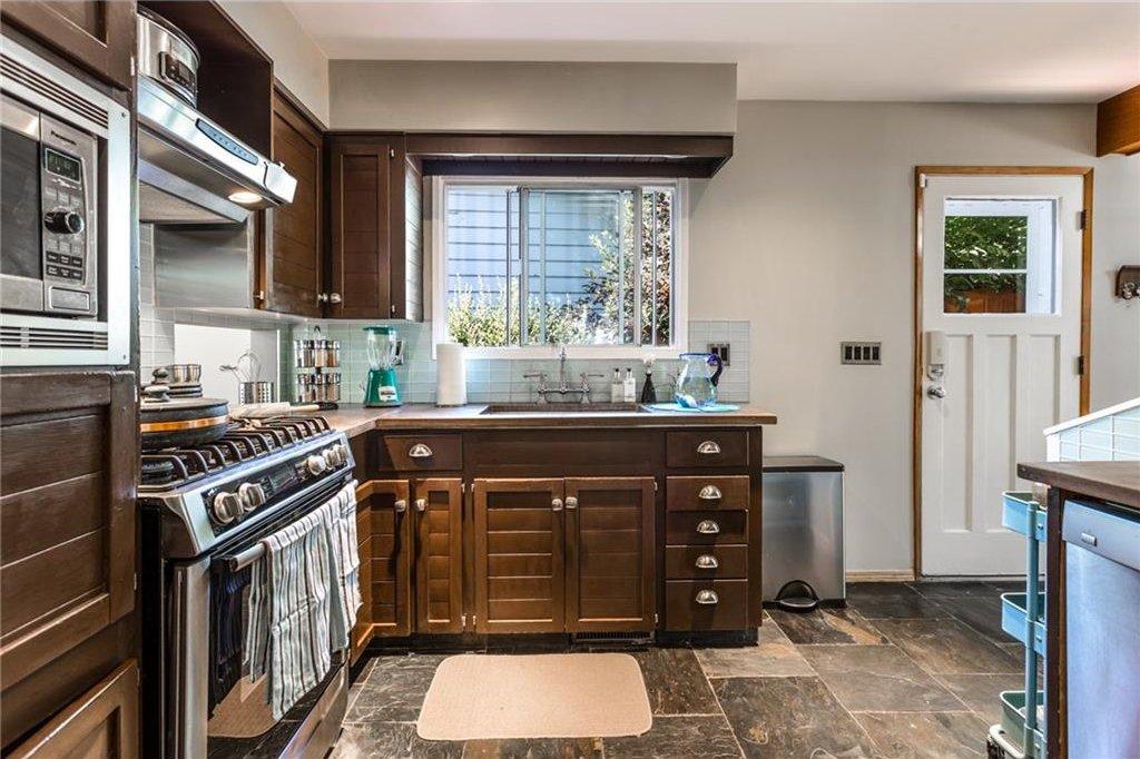Photo 13: Photos: 51 HOLDEN Road SW in Calgary: Haysboro House for sale : MLS®# C4125206