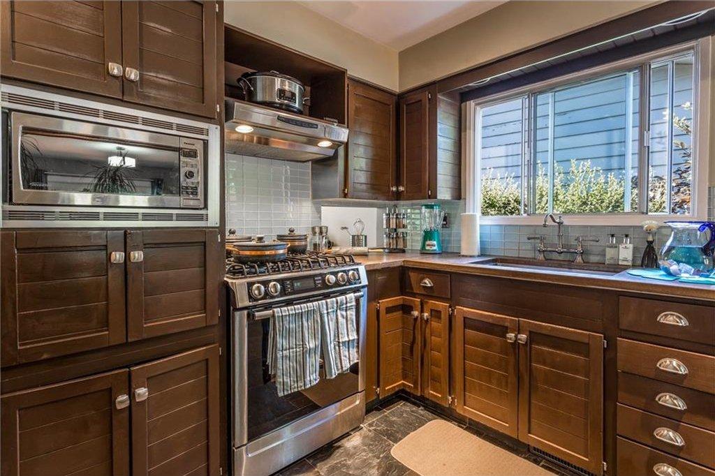 Photo 14: Photos: 51 HOLDEN Road SW in Calgary: Haysboro House for sale : MLS®# C4125206