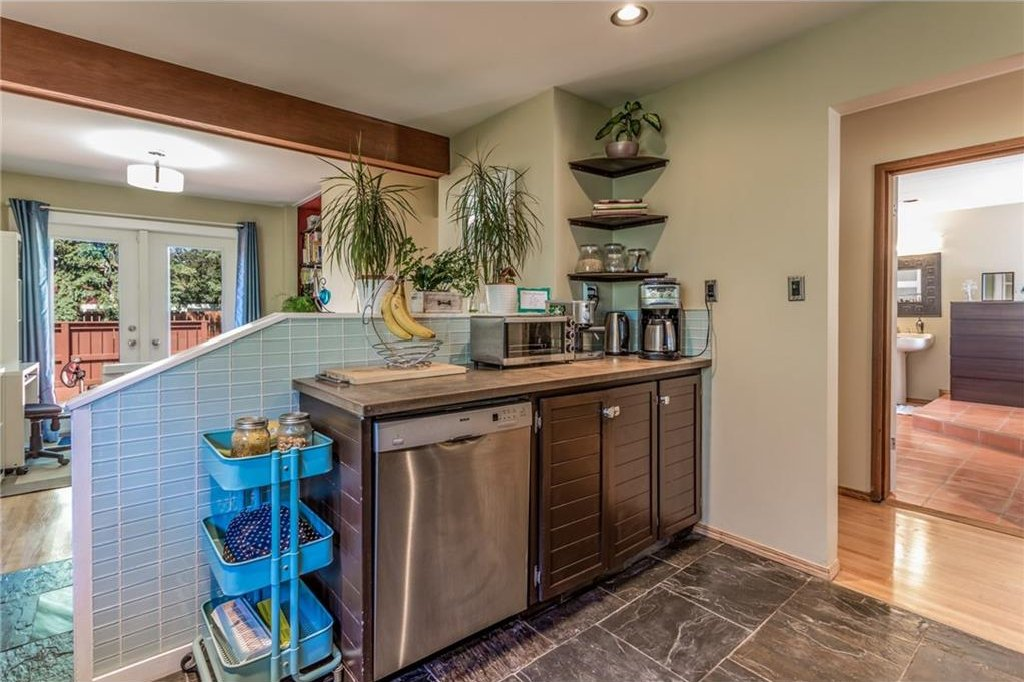 Photo 18: Photos: 51 HOLDEN Road SW in Calgary: Haysboro House for sale : MLS®# C4125206