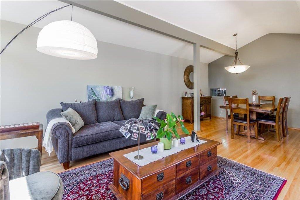 Photo 10: Photos: 51 HOLDEN Road SW in Calgary: Haysboro House for sale : MLS®# C4125206