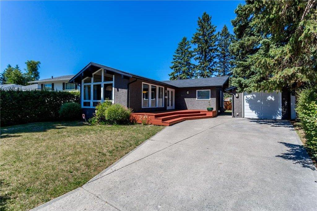 Photo 2: Photos: 51 HOLDEN Road SW in Calgary: Haysboro House for sale : MLS®# C4125206