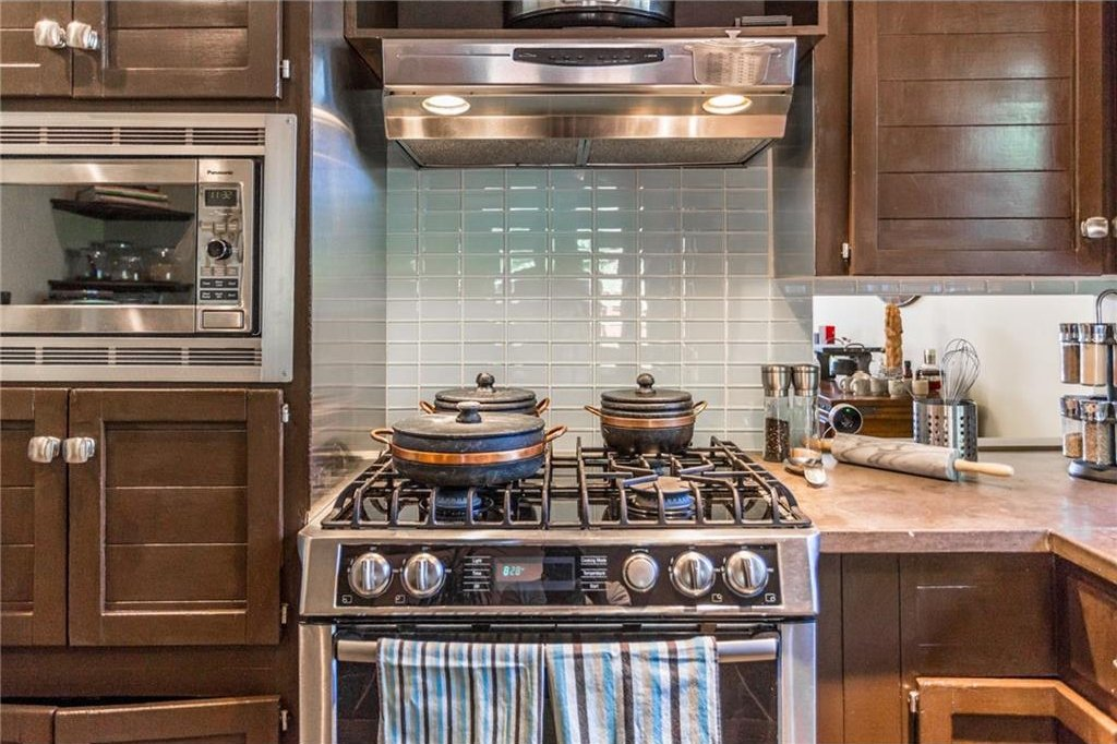 Photo 15: Photos: 51 HOLDEN Road SW in Calgary: Haysboro House for sale : MLS®# C4125206