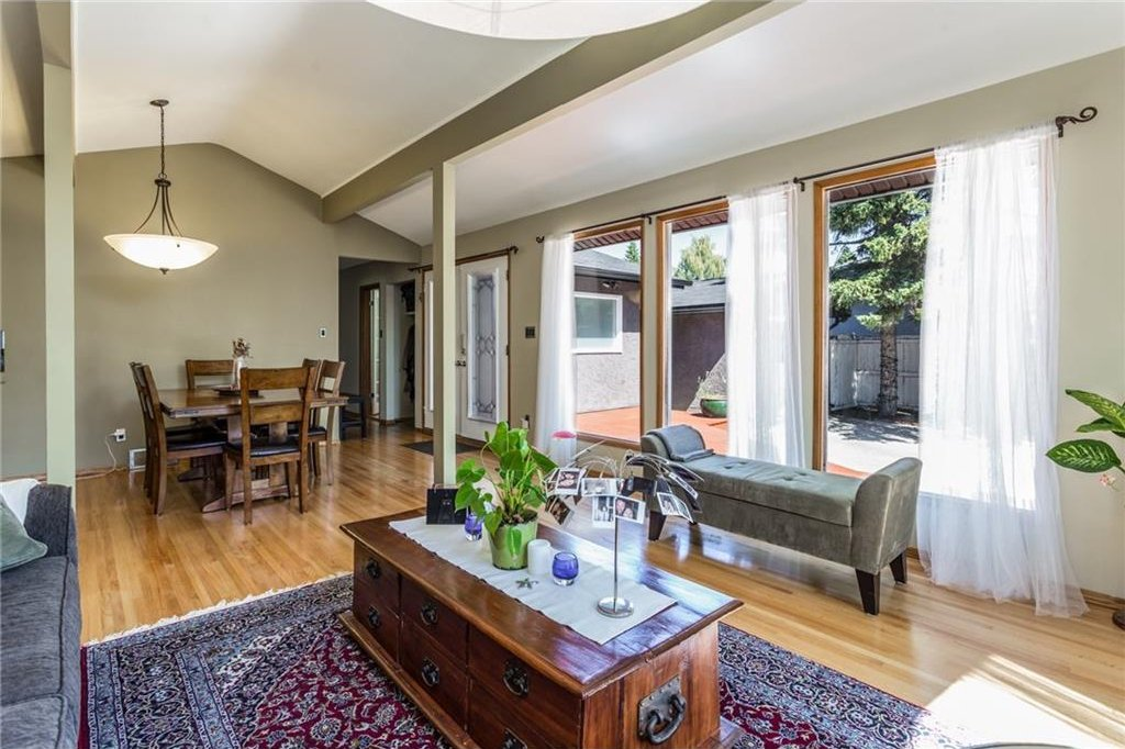 Photo 6: Photos: 51 HOLDEN Road SW in Calgary: Haysboro House for sale : MLS®# C4125206