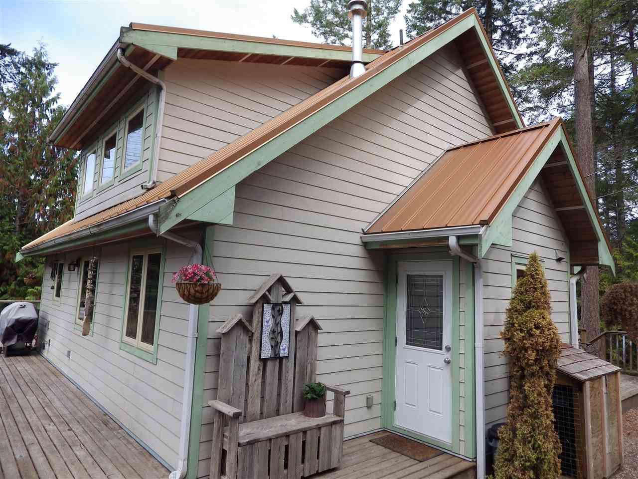 Main Photo: 9850 MCKENZIE Road in Halfmoon Bay: Halfmn Bay Secret Cv Redroofs House for sale (Sunshine Coast)  : MLS®# R2208770