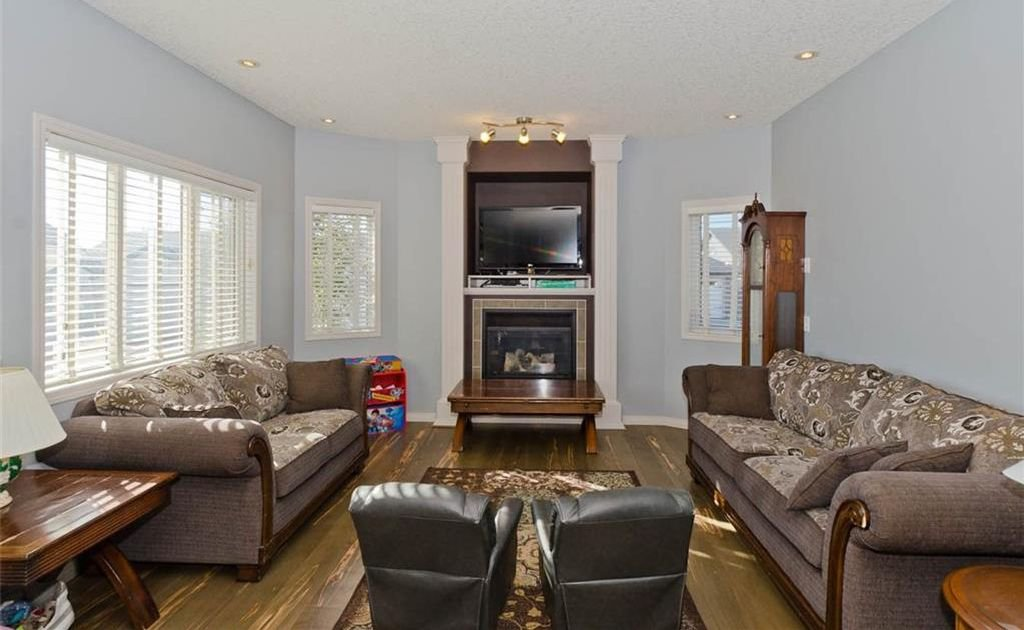 Photo 17: Photos: 167 HILLVIEW Road: Strathmore House for sale : MLS®# C4174240