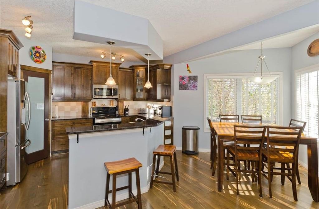 Photo 11: Photos: 167 HILLVIEW Road: Strathmore House for sale : MLS®# C4174240