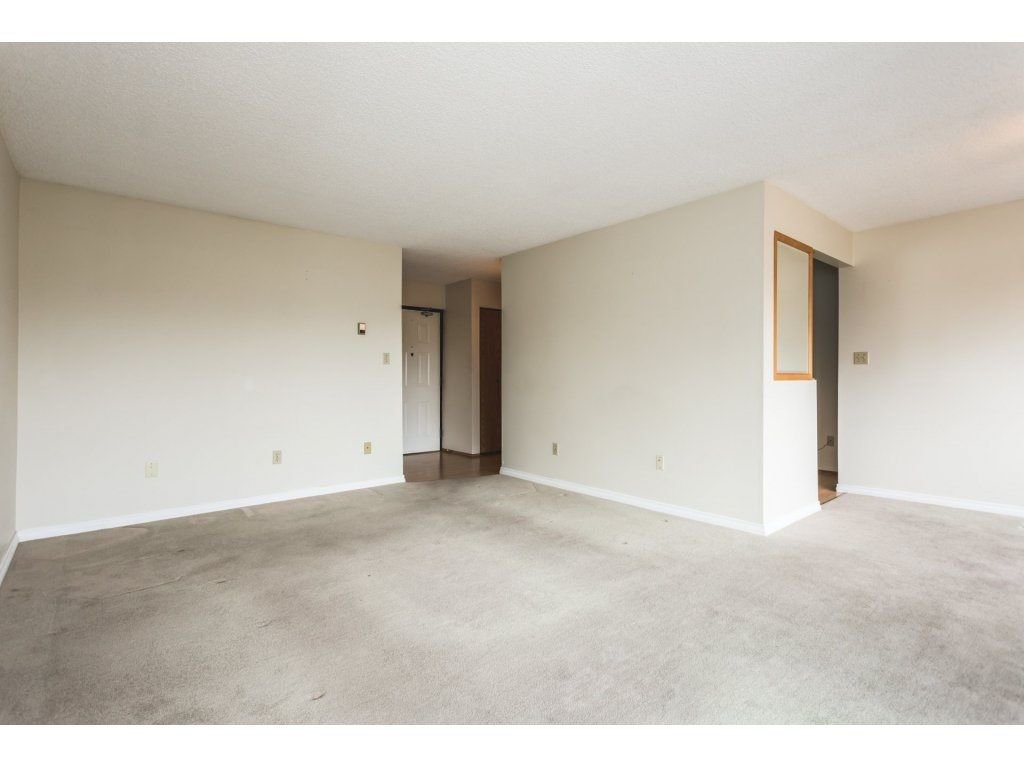 Photo 6: Photos: 517 31955 OLD YALE Road in Abbotsford: Central Abbotsford Condo for sale : MLS®# R2300517