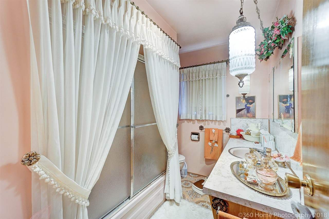 Photo 10: Photos: 741 SPRINGER Avenue in Burnaby: Capitol Hill BN House for sale (Burnaby North)  : MLS®# R2314857
