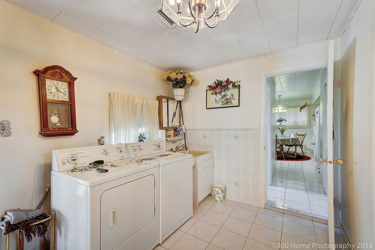 Photo 13: Photos: 741 SPRINGER Avenue in Burnaby: Capitol Hill BN House for sale (Burnaby North)  : MLS®# R2314857