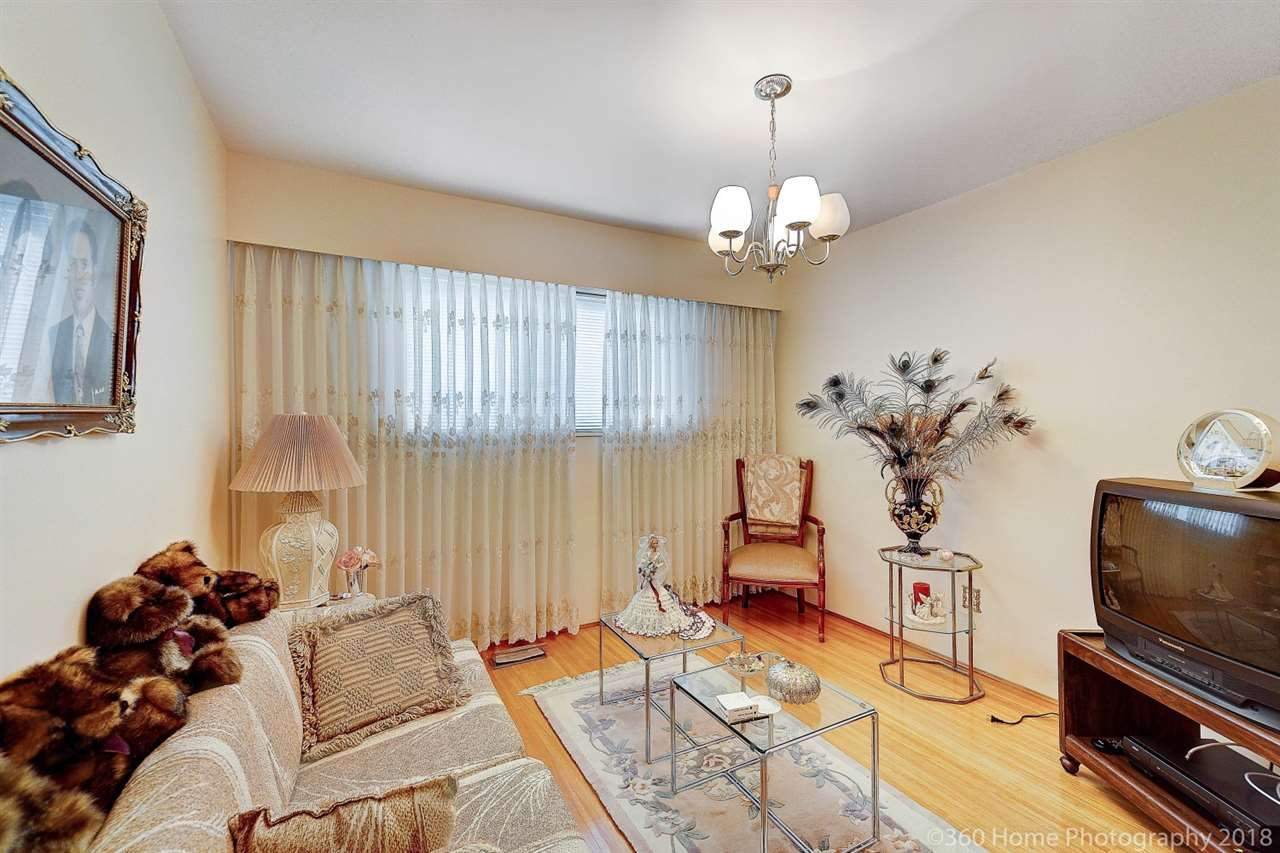 Photo 8: Photos: 741 SPRINGER Avenue in Burnaby: Capitol Hill BN House for sale (Burnaby North)  : MLS®# R2314857