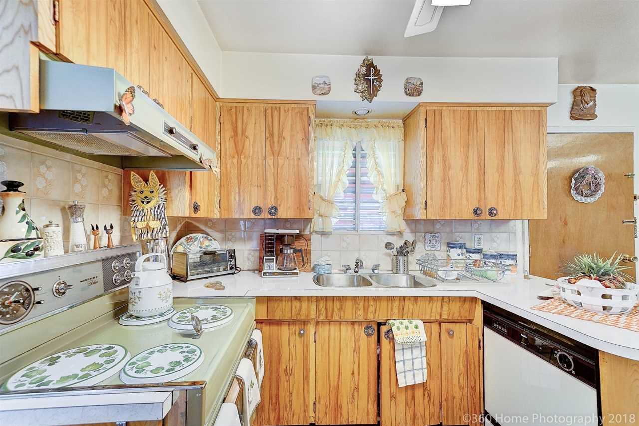 Photo 5: Photos: 741 SPRINGER Avenue in Burnaby: Capitol Hill BN House for sale (Burnaby North)  : MLS®# R2314857
