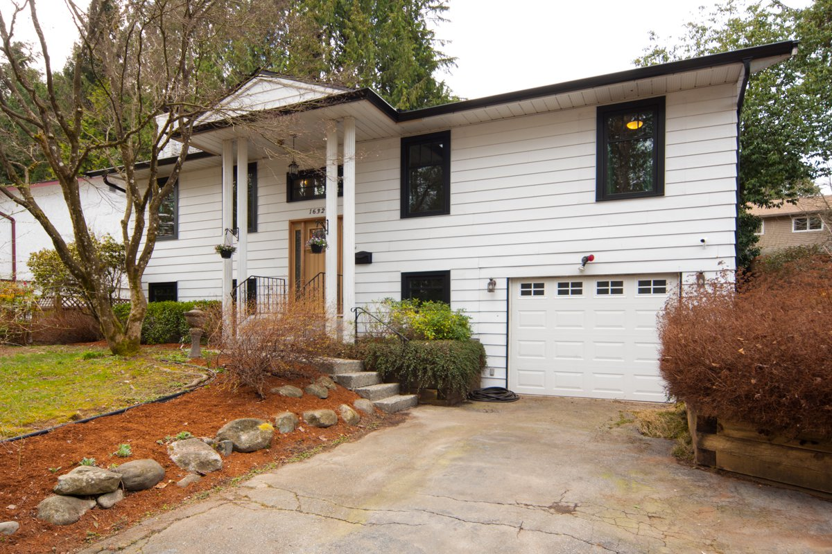 Photo 2: Photos: 1632 CONNAUGHT Drive in Port Coquitlam: Lower Mary Hill House for sale : MLS®# R2351496
