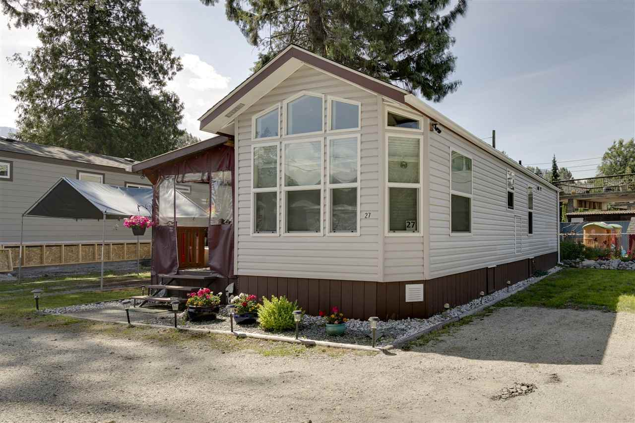"Main Photo: 27 40022 GOVERNMENT Road in Squamish: Garibaldi Estates Manufactured Home for sale in ""Angelo's Trailer Park"" : MLS®# R2379111"