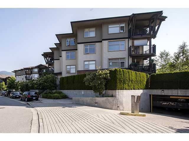 Main Photo: 305 400 Klahanie Drive in Port Moody: Condo for sale : MLS®# V961356