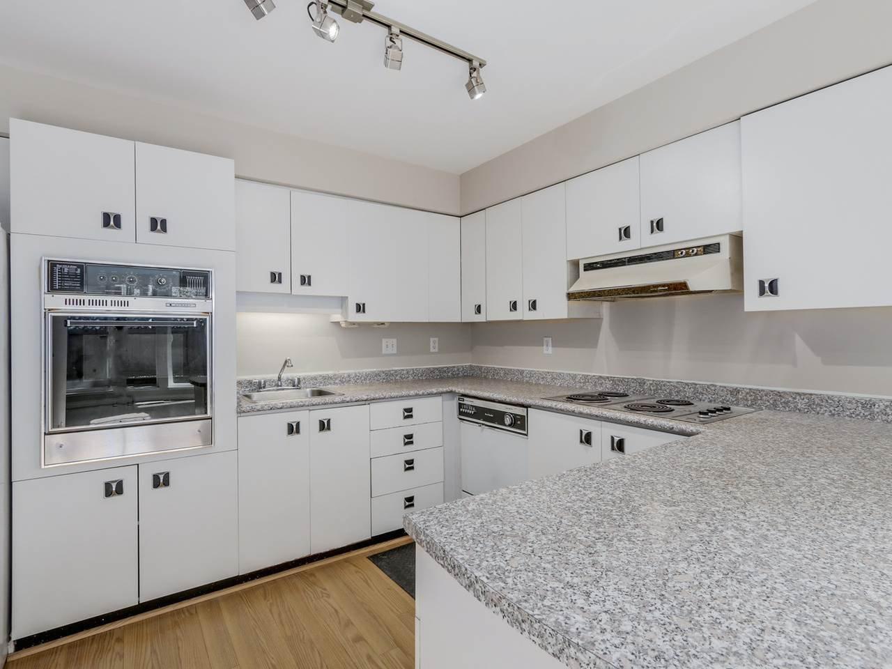 "Photo 11: Photos: 115 2125 YORK Avenue in Vancouver: Kitsilano Condo for sale in ""YORK GARDENS"" (Vancouver West)  : MLS®# R2054686"