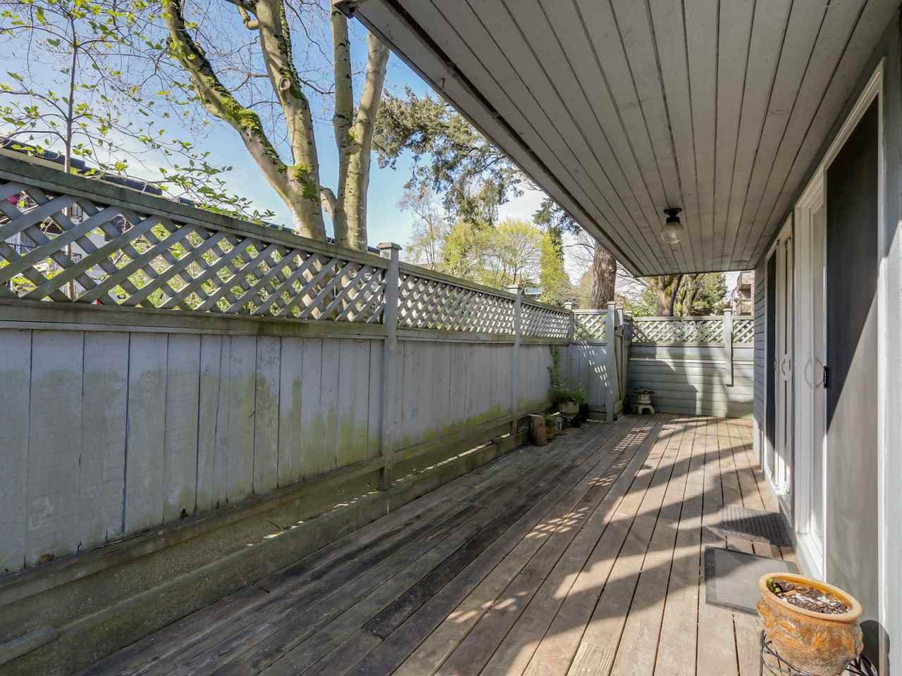 "Photo 3: Photos: 115 2125 YORK Avenue in Vancouver: Kitsilano Condo for sale in ""YORK GARDENS"" (Vancouver West)  : MLS®# R2054686"