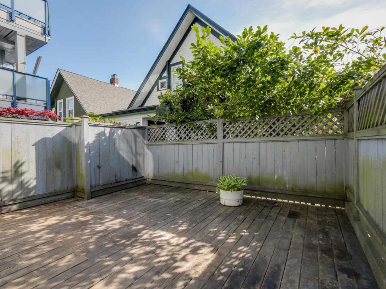"Photo 2: Photos: 115 2125 YORK Avenue in Vancouver: Kitsilano Condo for sale in ""YORK GARDENS"" (Vancouver West)  : MLS®# R2054686"