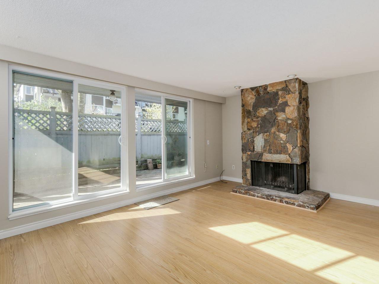 "Photo 6: Photos: 115 2125 YORK Avenue in Vancouver: Kitsilano Condo for sale in ""YORK GARDENS"" (Vancouver West)  : MLS®# R2054686"