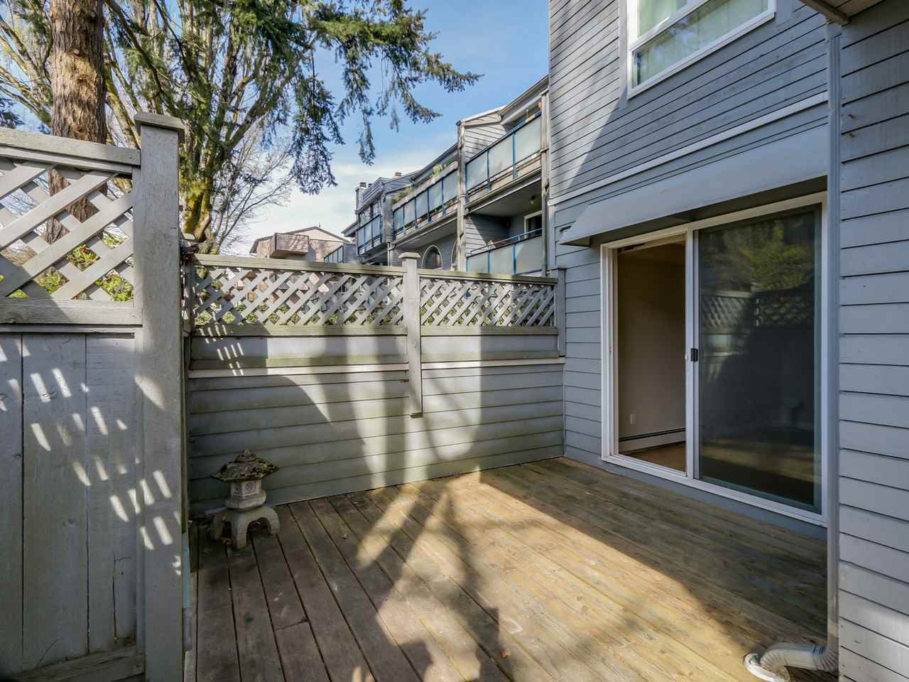 "Photo 5: Photos: 115 2125 YORK Avenue in Vancouver: Kitsilano Condo for sale in ""YORK GARDENS"" (Vancouver West)  : MLS®# R2054686"