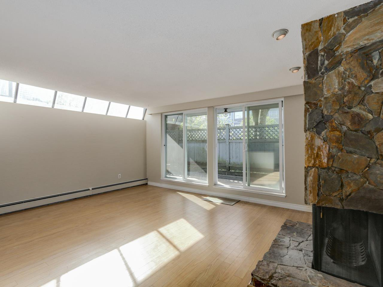 "Photo 7: Photos: 115 2125 YORK Avenue in Vancouver: Kitsilano Condo for sale in ""YORK GARDENS"" (Vancouver West)  : MLS®# R2054686"
