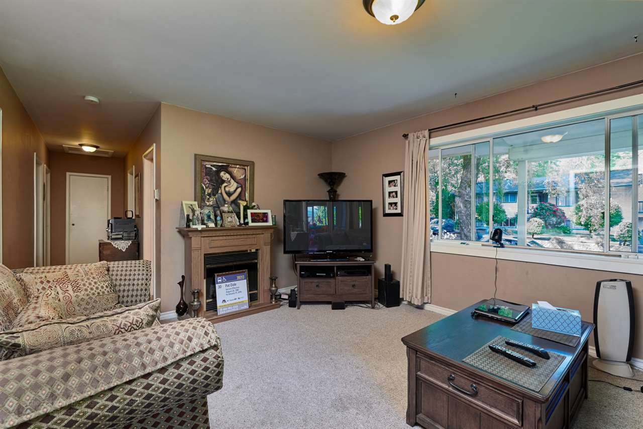 """Photo 5: Photos: 32766 CHARNLEY Drive in Mission: Mission BC House for sale in """"Charnley off Cedar between Mcrae and 14th."""" : MLS®# R2160691"""