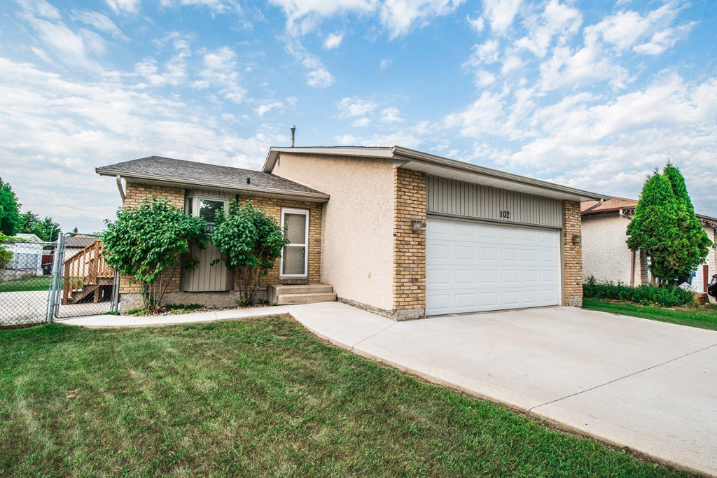 Main Photo: 102 Mount Auburn Bay in Winnipeg: Meadows West Single Family Detached for sale (4L)  : MLS®# 1718328