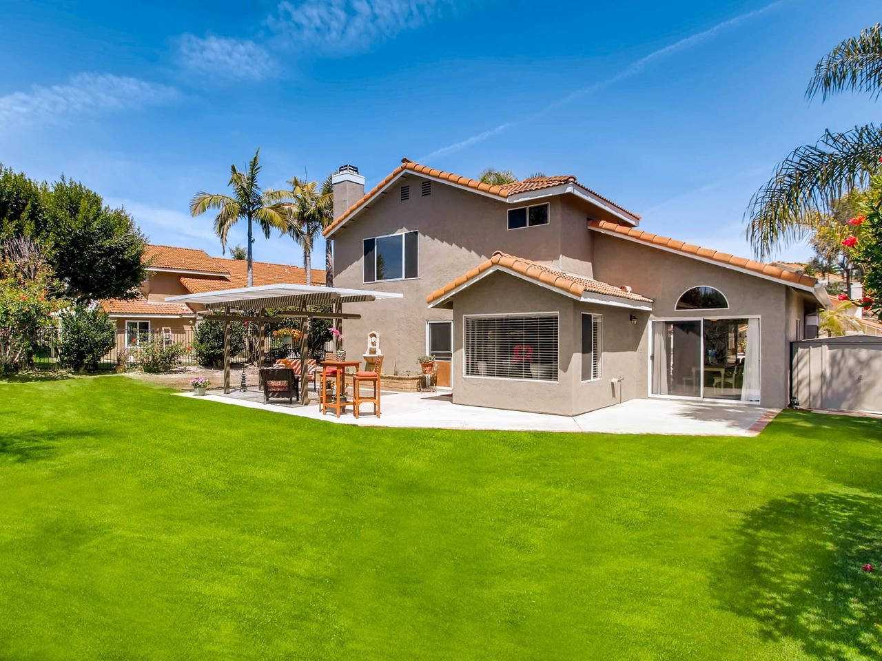 Main Photo: OCEANSIDE House for sale : 5 bedrooms : 3341 Golfers
