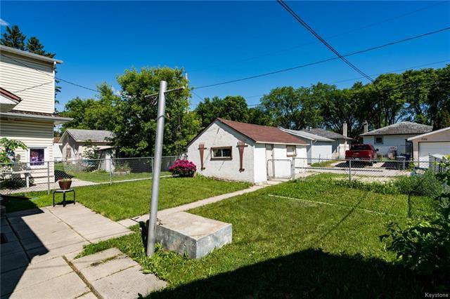 Photo 17: Photos: 735 Talbot Avenue in Winnipeg: East Elmwood Residential for sale (3B)  : MLS®# 1816000