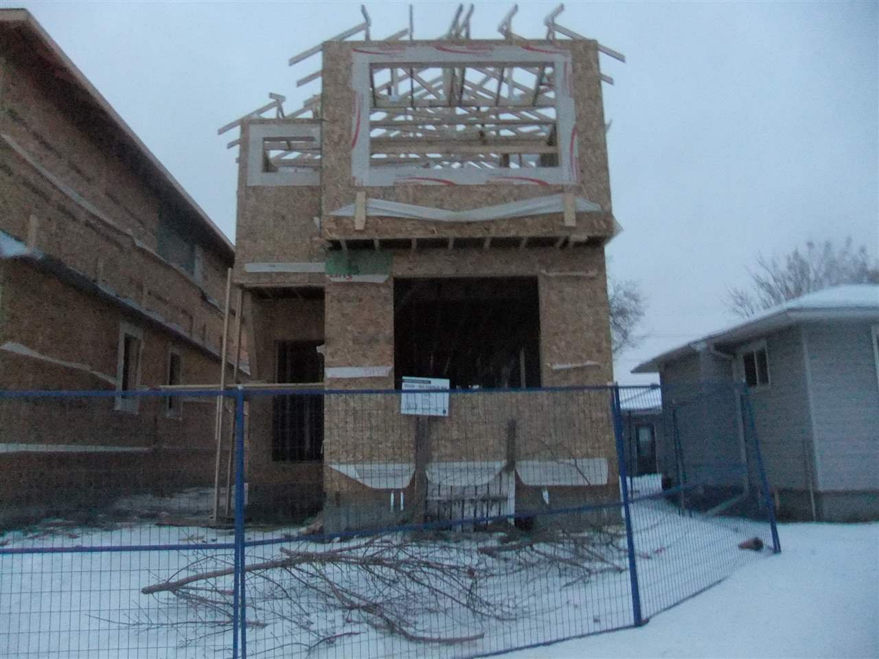 Main Photo: 15928 100 Avenue in Edmonton: Zone 22 House for sale : MLS®# E4138945