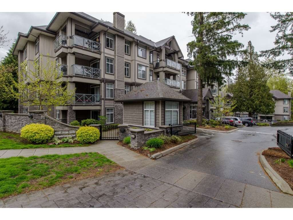 """Main Photo: 205 33338 BOURQUIN Crescent in Abbotsford: Central Abbotsford Condo for sale in """"Natures Gate"""" : MLS®# R2352973"""